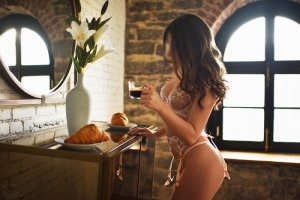 Guillermine escort girl