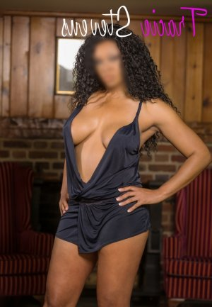 Shelsie ebony escort girl in St. Charles
